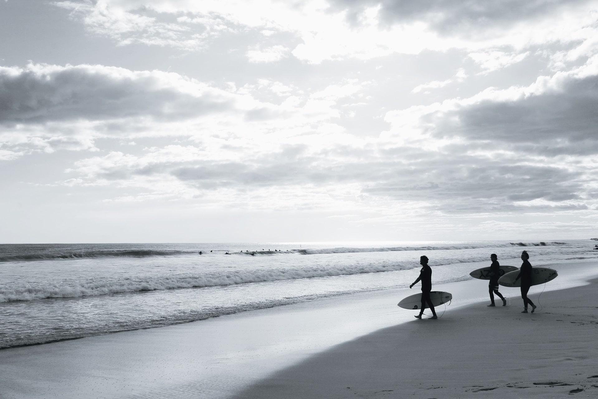 surf-863696_1920-min