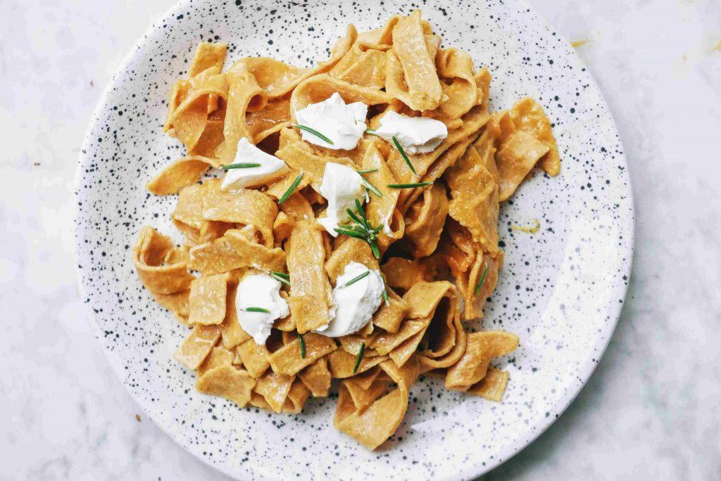 Recette facile pâtes fraîches au curry sans gluten farine de pois chiche - Pâtes fraîches sans repos - nutrition Genève - blog de nourriture saine