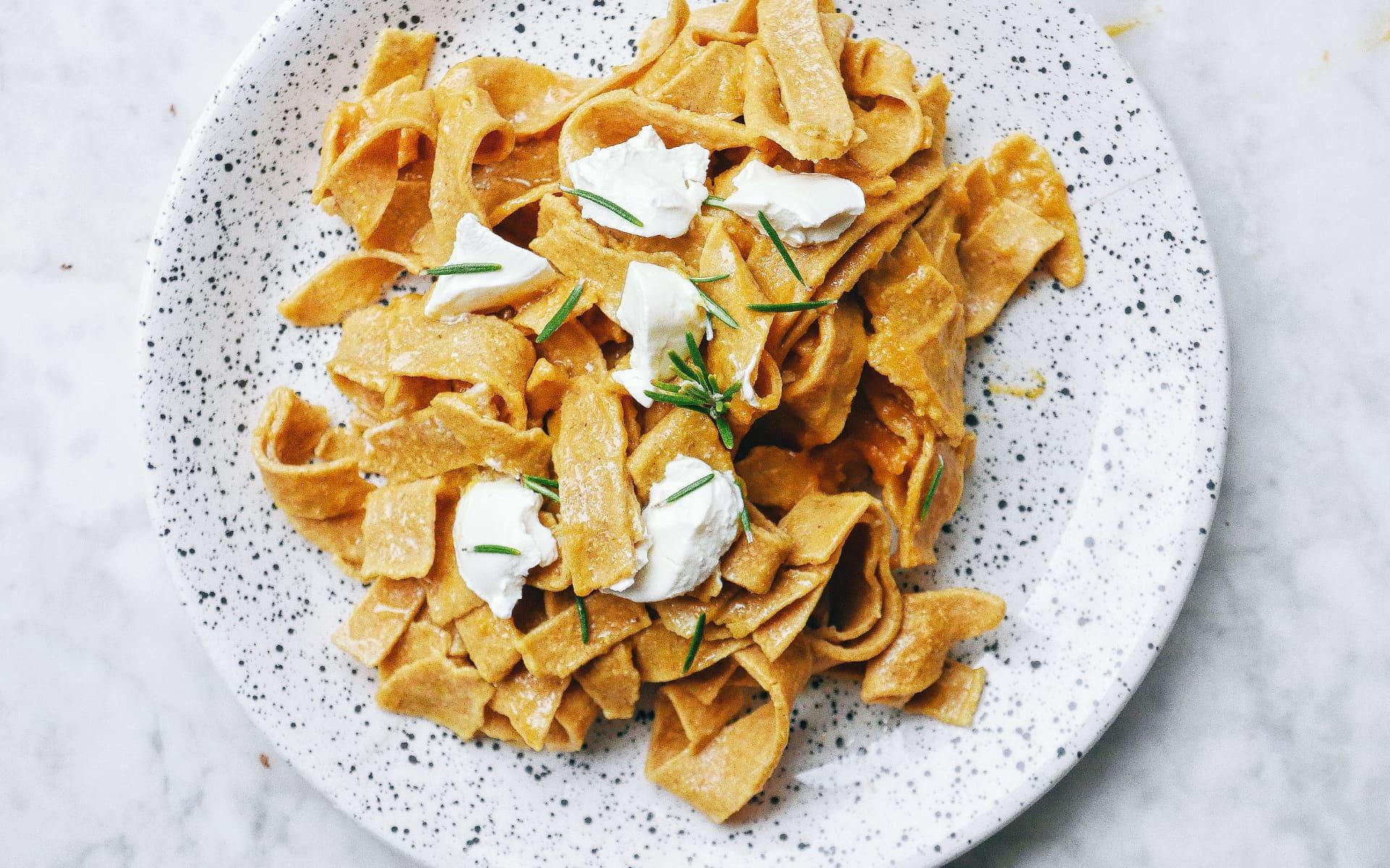 Apprenez à faire vos pâtes maison à la farine de pois chiche - blog nutrition Genève